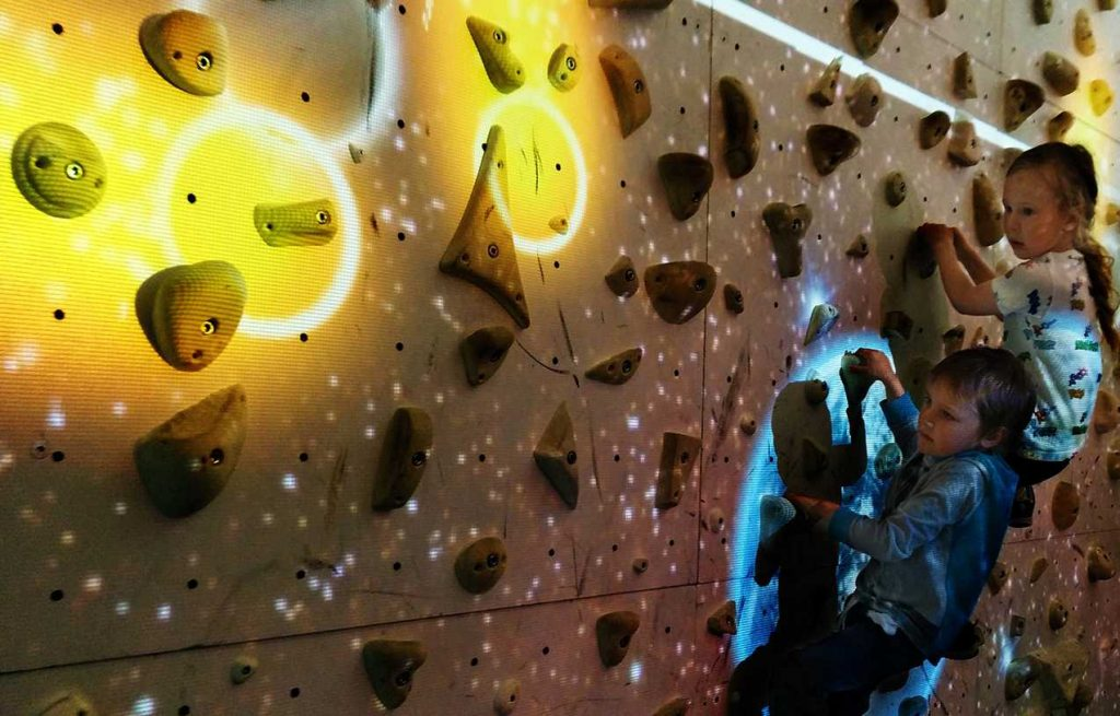 Augmented Reality climbing: Astromania