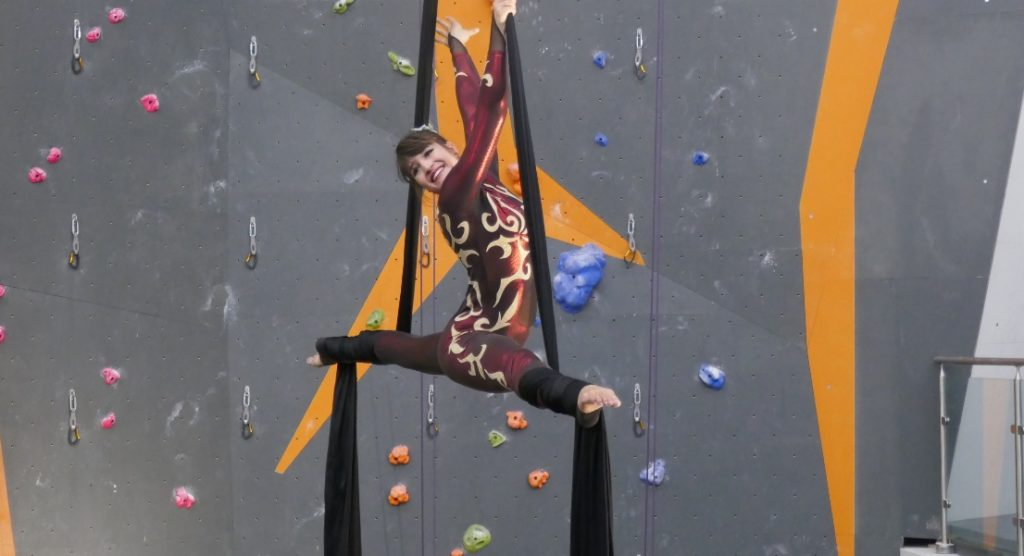 glory dearling, aerial silks performer in Mississauga
